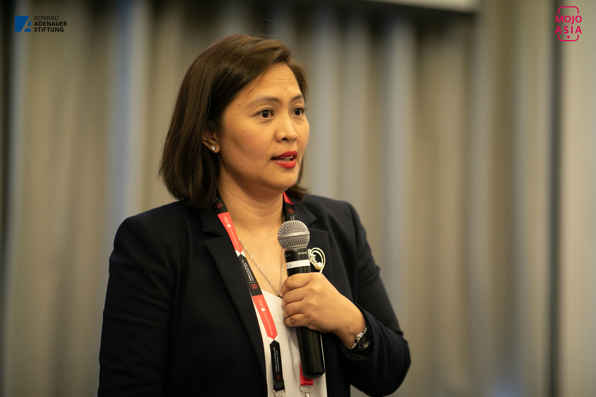 Ana Puod delivering masterclass at the Mobile Journalism Conference in Asia