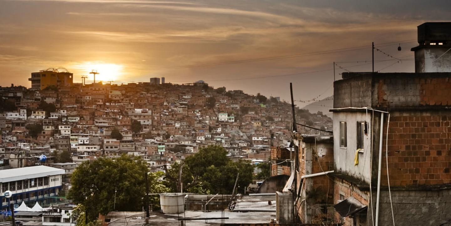 Por do sol no Complexo do Alemão